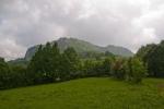 ...преко ливада са којих погледе одваја Врањ