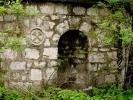 Амблеми уклесани у камену старог рудника