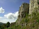 Касније је природољубиво монаштво осигурало стазу ланцима, што је у многоме олакшало пењање на Микуљски камен