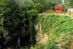 Изнад водопада