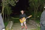 Бане се дочепао гитаре!
